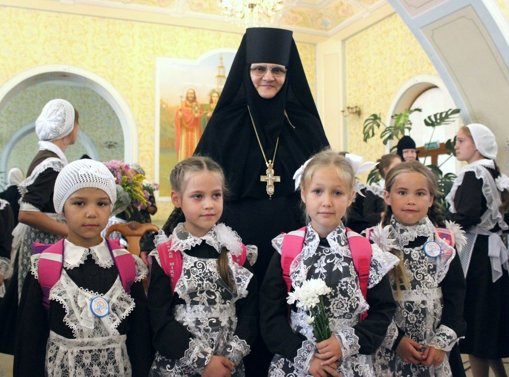 Обучение для юных девушек в Доброй школе на Сольбе при Николо-Сольбинском женском монастыре